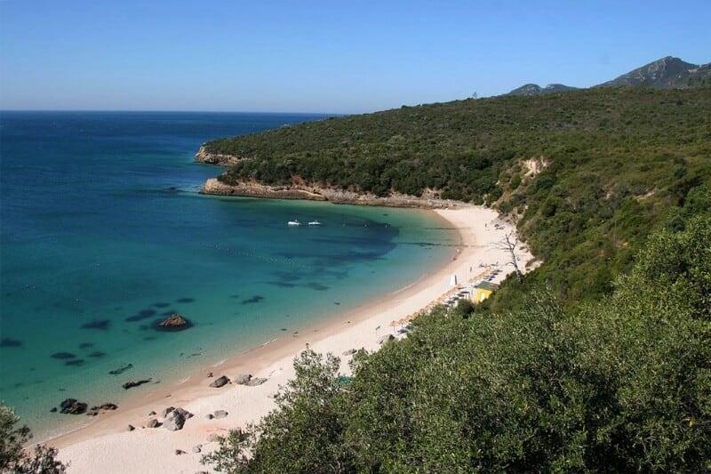Praia dos Galapinhos em Portugal: um paraíso secreto com águas cristalinas
