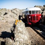 Viagem de trem na Sicília utiliza locomotiva de 1950 rumo ao Monte Etna