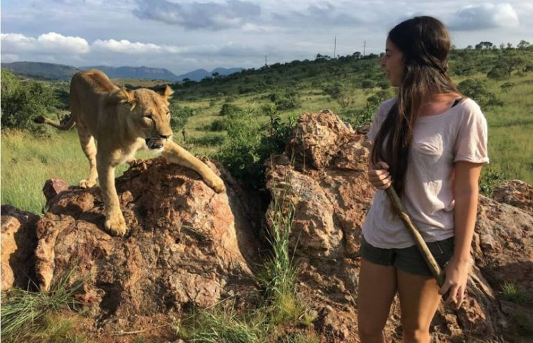 5 maneiras de viajar e ajudar uma causa com trabalho voluntário