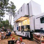 Casal surfista cria hotel itinerante num caminhão que viaja entre Portugal e Marrocos