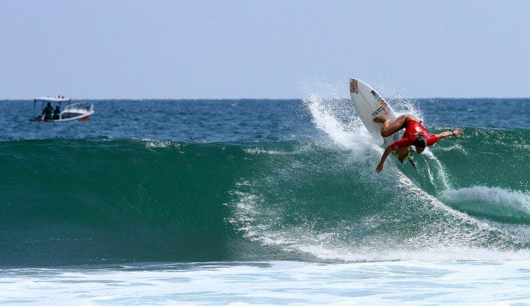 Montañita é o point dos surfistas na costa sul do Equador