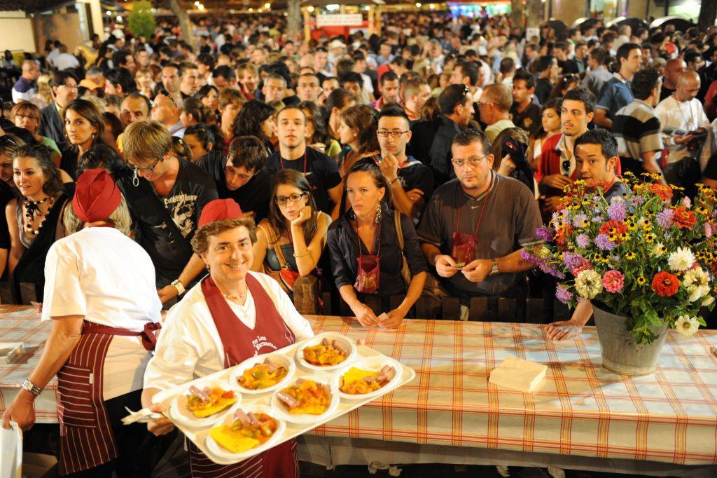 Festival delle Sagre Astigiane na Itália tem refil de vinho e comida típica de Piemonte