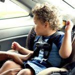 Medidas para viajar em segurança com crianças