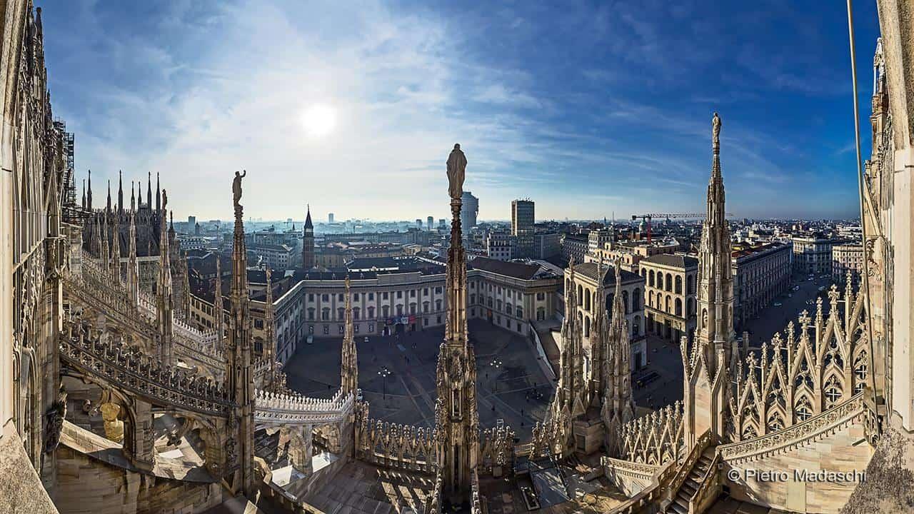 Telhado do Duomo de Milão é parada obrigatória na cidade