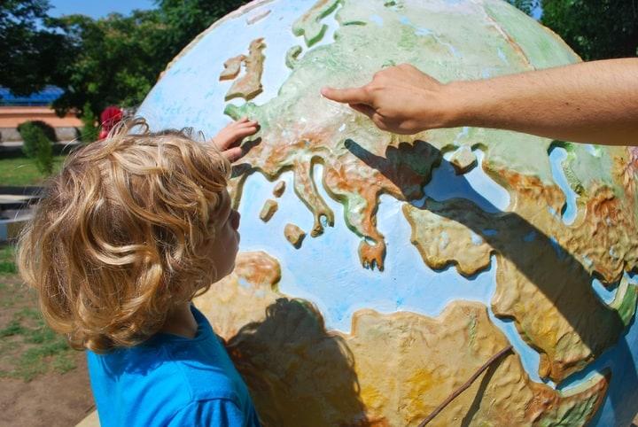 Como ajustar a rotina da criança na viagem