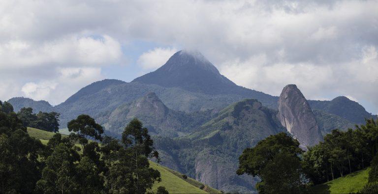 Parque Estadual do Forno Grande preserva a maior floresta de altitude do mundo, a 2 mil metros acima do chão