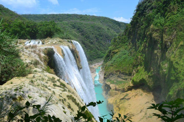 Que tal conhecer de perto a paisagem surreal da Cascata de Tamul, no México?