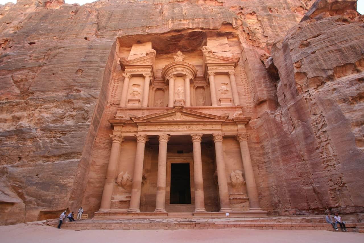 Petra: uma das 7 maravilhas do mundo para conhecer antes de morrer