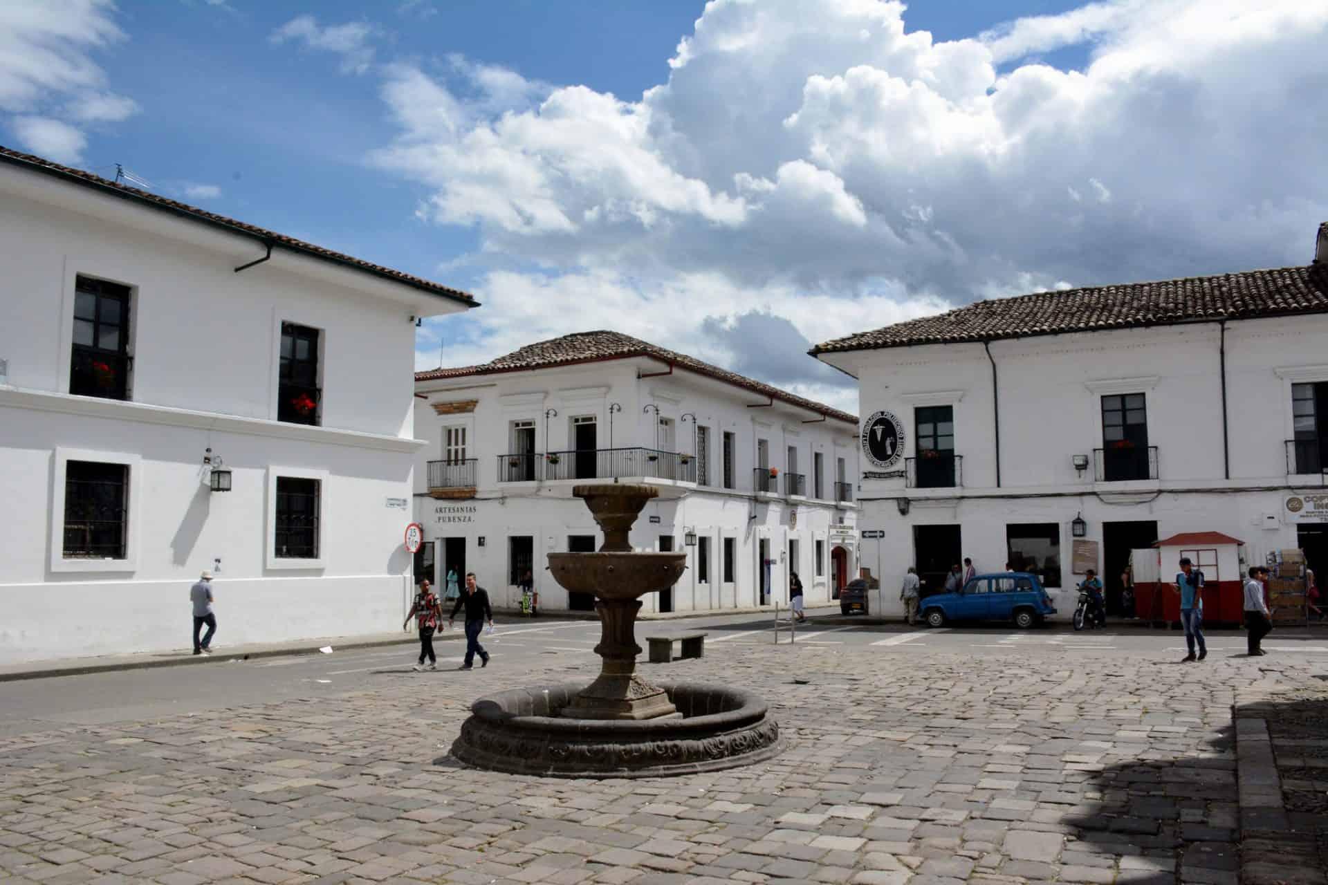 Pintada de branco, Popayán é uma cidade diferente na Colômbia