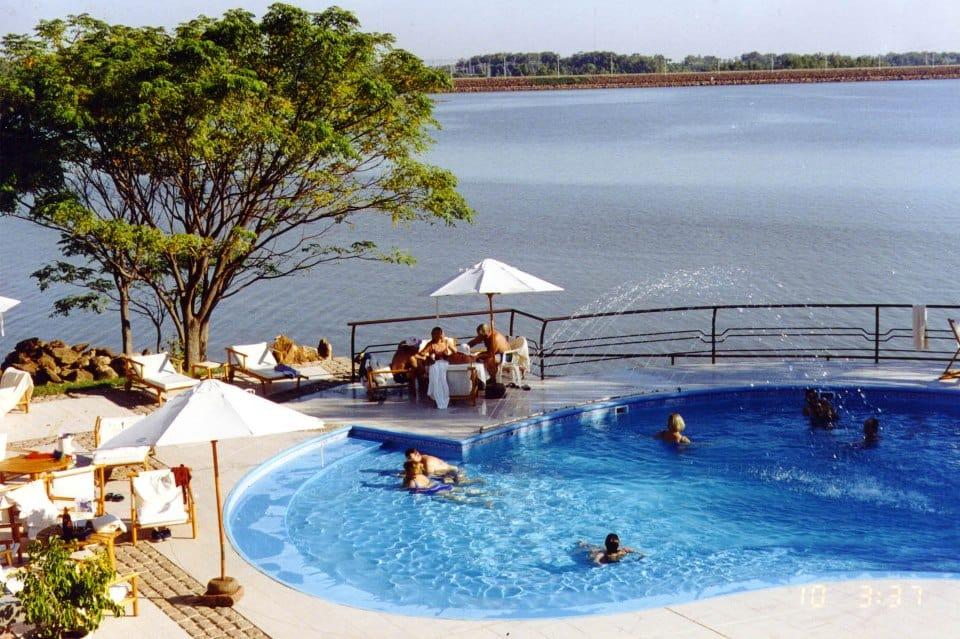 Que tal relaxar nas águas termais no Uruguai?