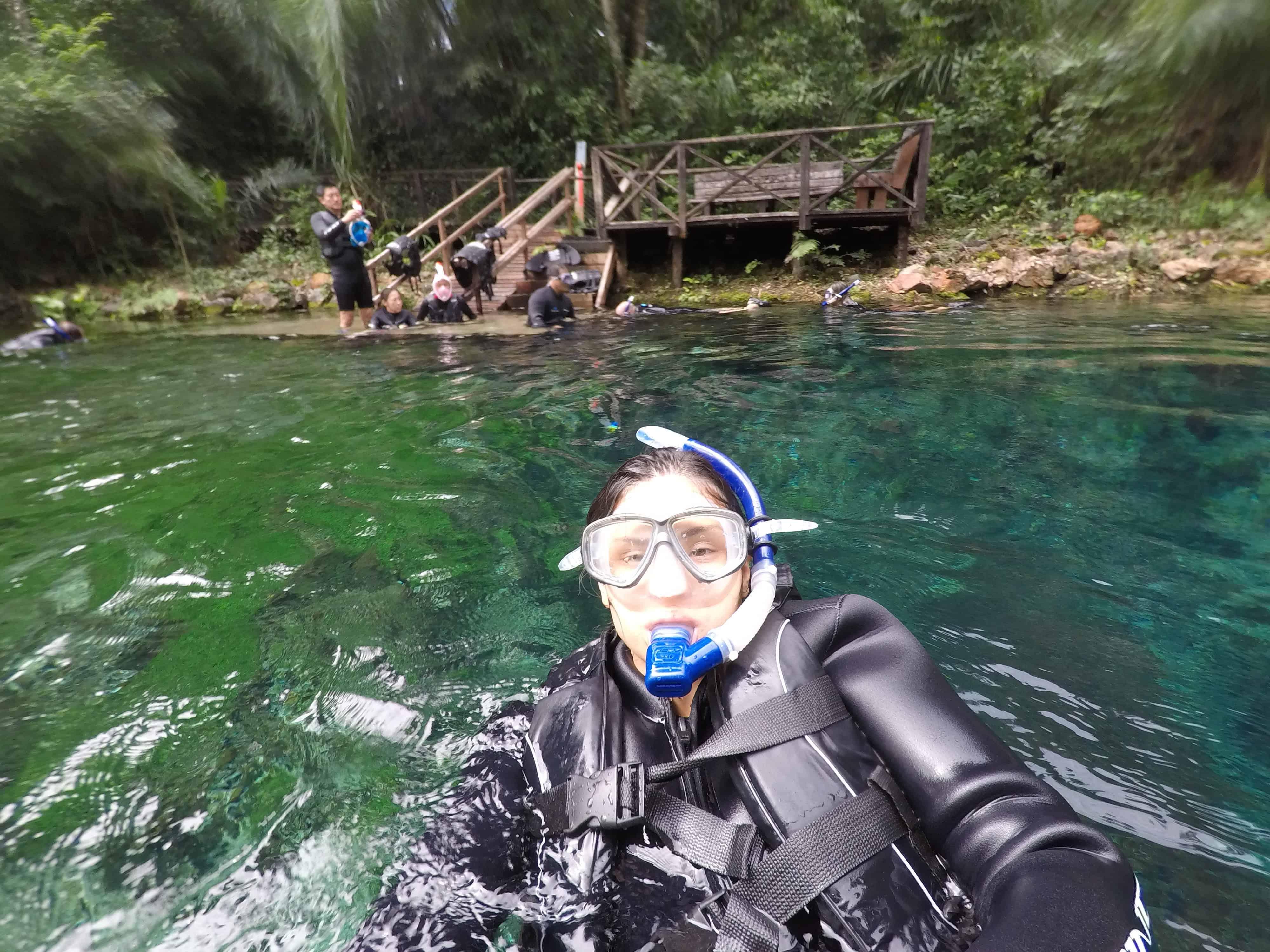 flutuação em bonito nascente azul