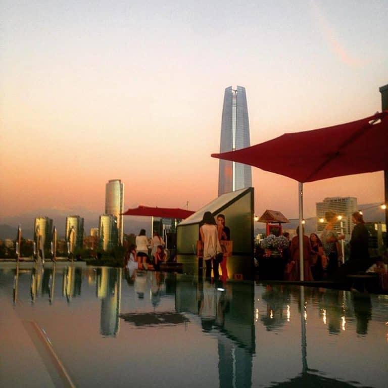 Já pensou em passar o ano novo em um rooftop com vista para a Cordilheira dos Andes em Santiago?