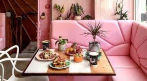 Com visual pink e boa comida, restaurante vegano em Londres faz sucesso no Instagram