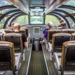 Entre paisagens deslumbrantes, trem com vista panorâmica liga Toronto a Vancouver
