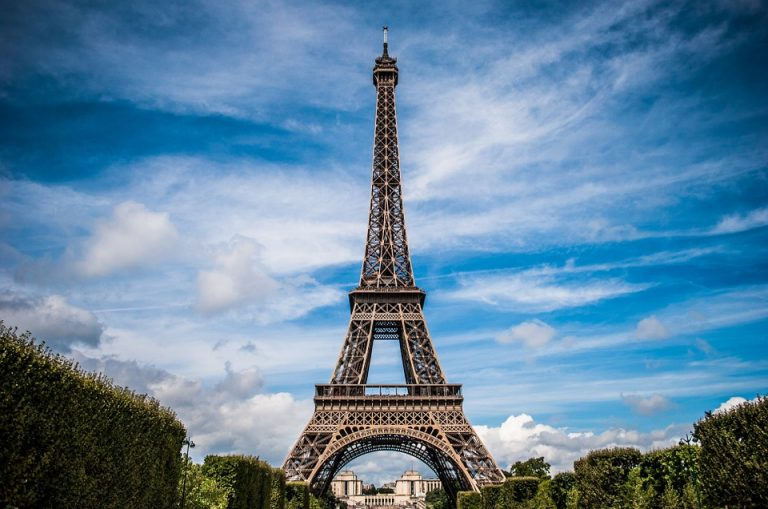 Tudo sobre a Torre Eiffel, o ponto turístico mais famoso de Paris