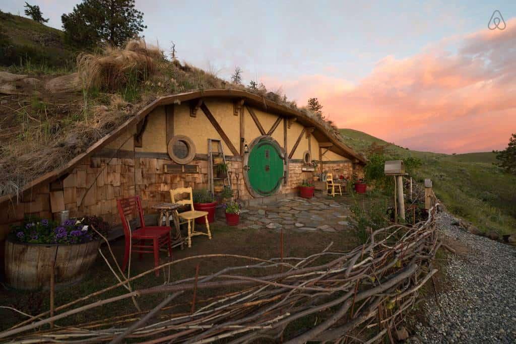 Que tal alugar uma casa de hobbit na sua próxima viagem?