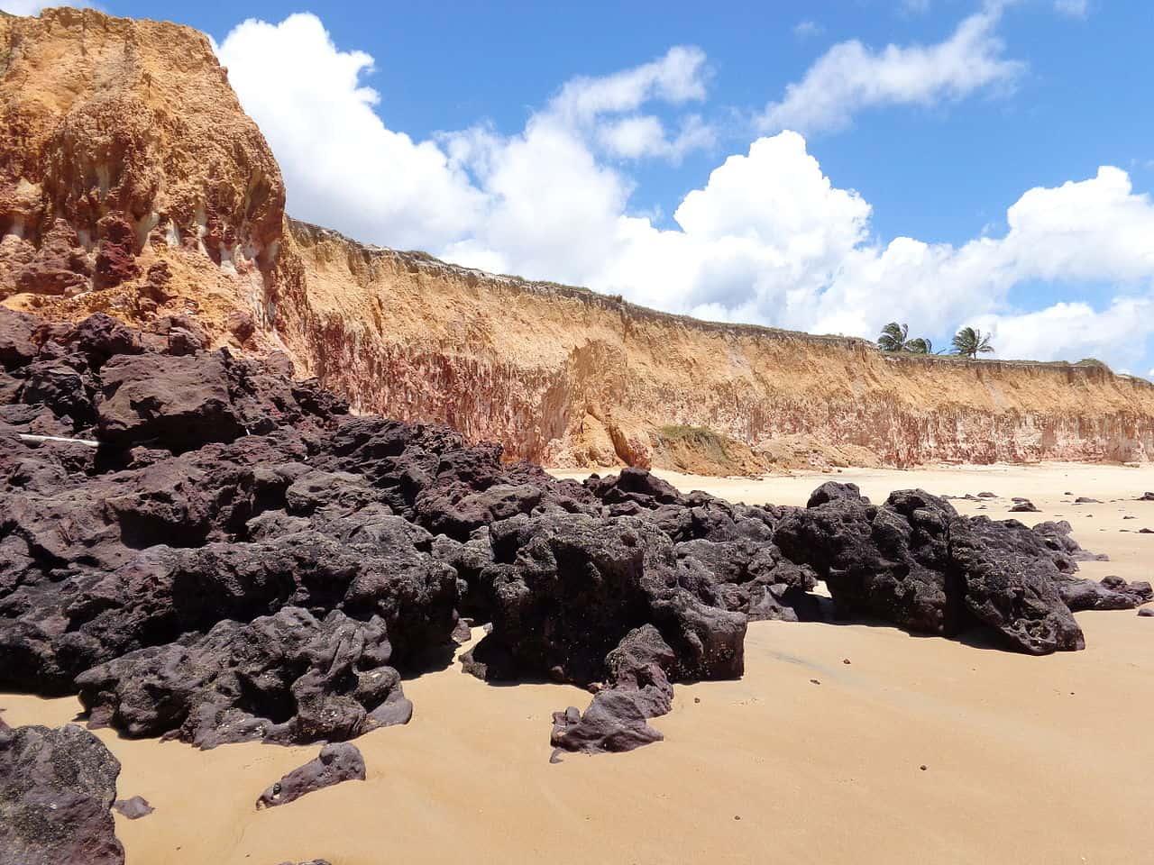 costa dourada bahia perto de itaúnas