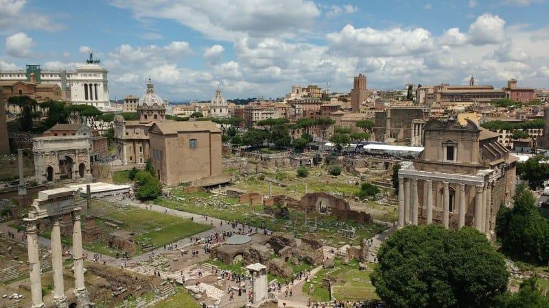 Visite o Fórum Romano e Palatino para mais um tour histórico na cidade de Roma