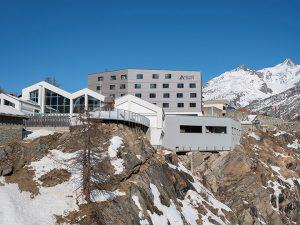 Entre montanhas nevadas, hostel na Suíça foca em bem-estar para mimar os viajantes
