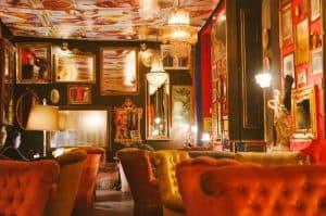 Pensão Amor, em Lisboa, faz antigo bordel brilhar como bar burlesco
