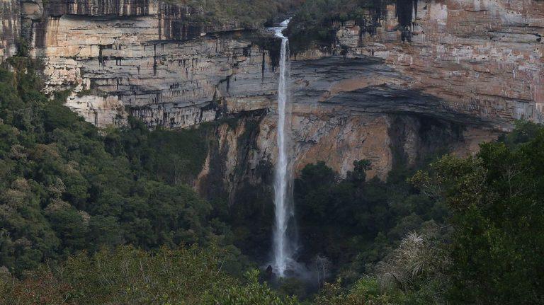 Conheça o Poço Encantado e mais atrações em Sengés, considerada o paraíso das cachoeiras