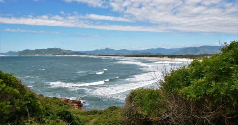 Sombra e água fresca: conheça as 9 praias mais baratas para viajar no verão 2019