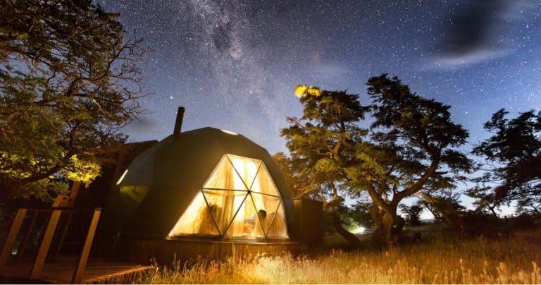 Hospedagens fora do comum: fique em cabanas, tendas e até casas na árvore