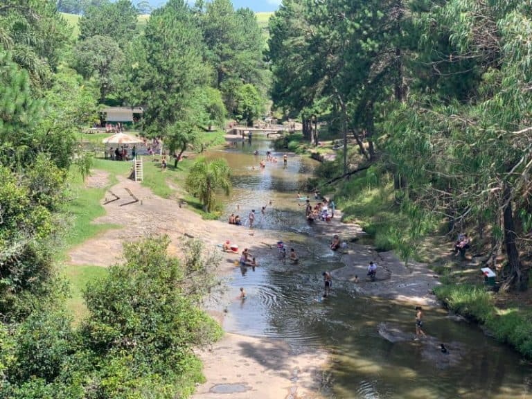 Calor em Curitiba? Refresque-se nos riachos do Recanto dos Papagaios [é de graça]
