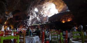 Restaurante La Gruta no México fica dentro de uma caverna com uma atmosfera mística