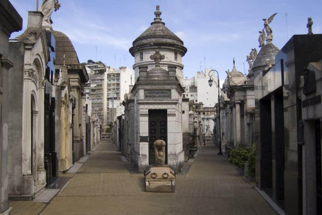 Vale a pena visitar o Cemitério da Recoleta? Saiba mais sobre essa atração de Buenos Aires