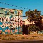 Os grafites e arte urbana do museu a céu aberto em Santiago vão te conquistar