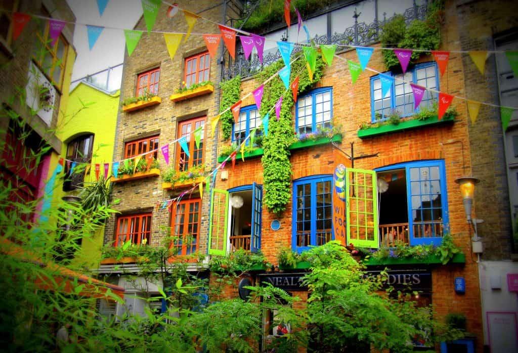 Descubra o Neal's Yard, um escondido, colorido e charmoso beco em Londres