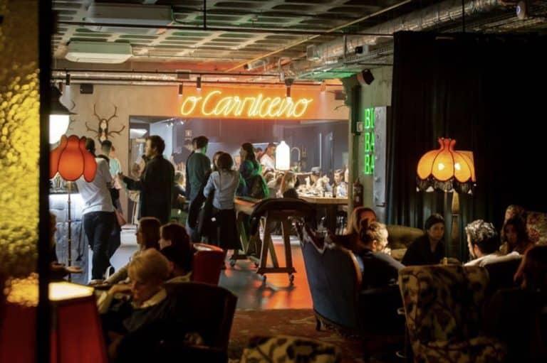 Descolado, hotel em Porto tem cinema, balada e biblioteca para entreter os hóspedes