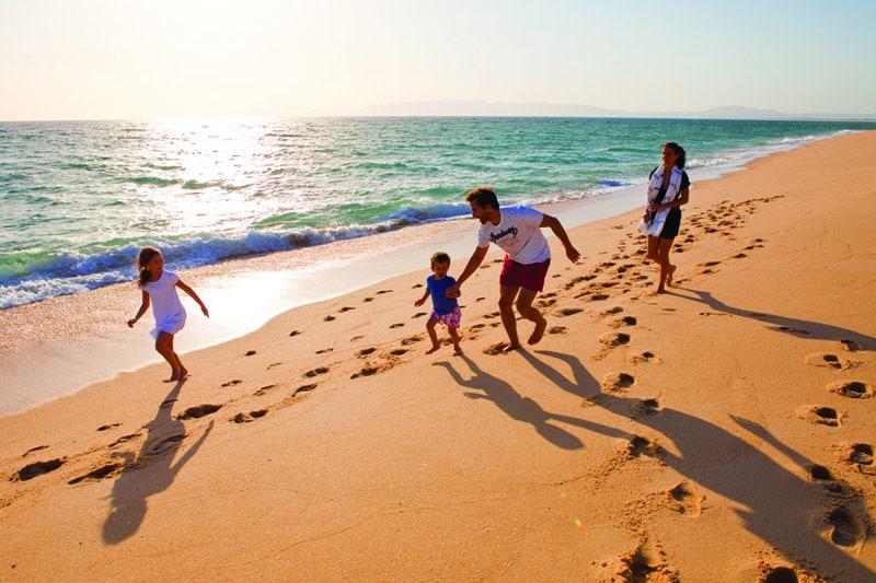 Família em praia Comporta