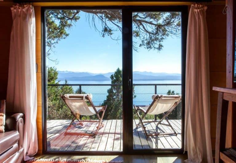 Linda casa na árvore com vista para o lago é opção de Airbnb em Bariloche