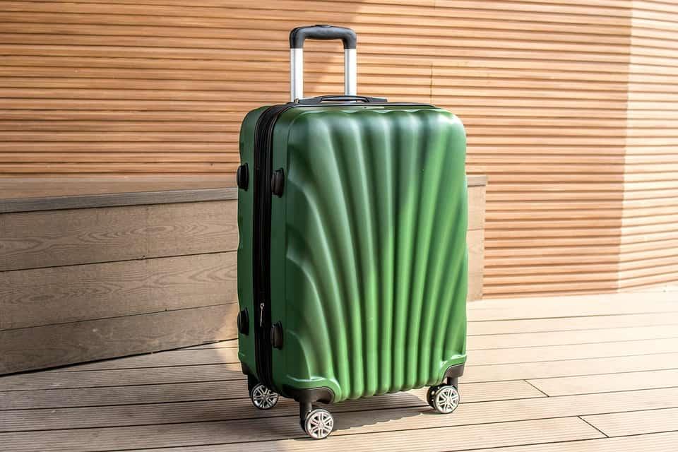 Descubra de uma vez por todas se sua bagagem de mão caberá no compartimento do avião