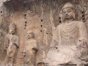 Este complexo chinês tem mais de 2 mil grutas e 100 mil estátuas de Buda esculpidas em rochas à mão!