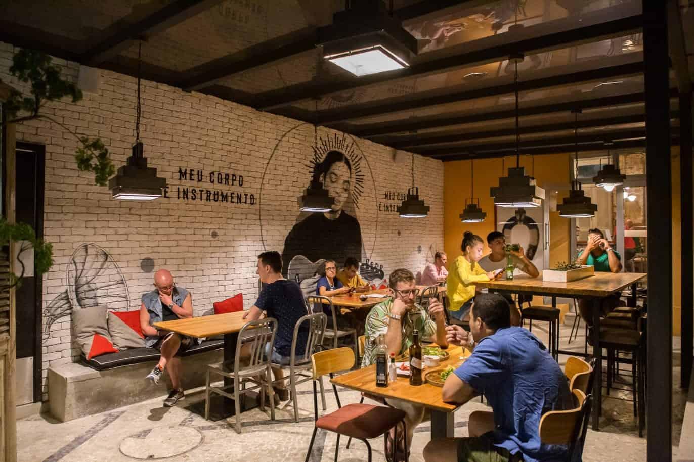 Descolado, hotel no Rio de Janeiro conta com coworking para nômades digitais