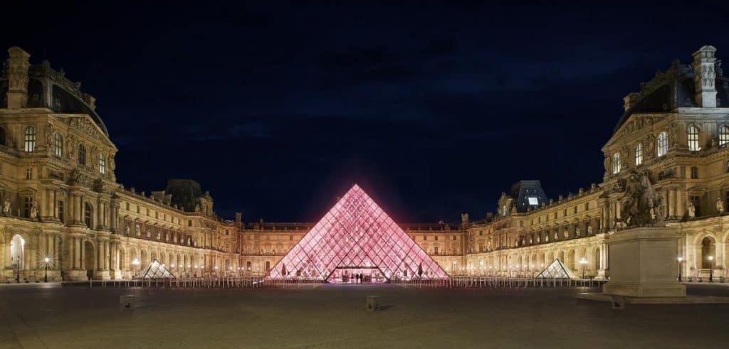 Hospedagem no Louvre? Airbnb promove uma noite no museu de Paris de graça!