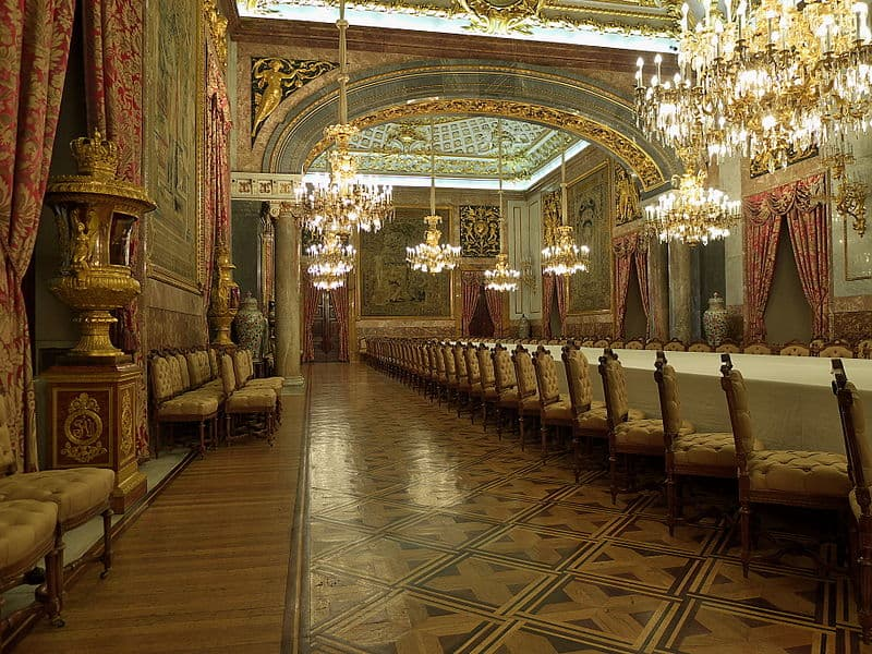 Sala de Refeições de Gala do Palácio Real. Foto CC BY 3.0 Jose Luis Filpo Cabana