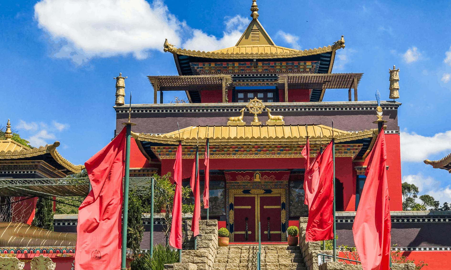 Odsal Ling: templo budista em São Paulo encanta com a arquitetura tibetana