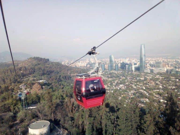 Parque Metropolitano de Santiago tem jardins e mirantes com vistas lindas da cidade