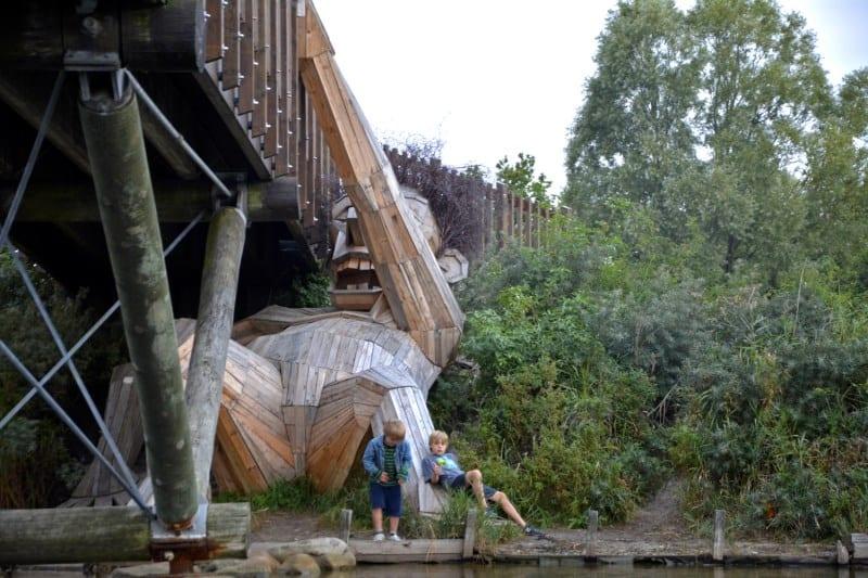 esculturas gigantes de madeira