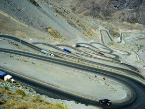 Estrada de Los Caracoles: trecho incrível e cheio de curvas entre Santiago e Mendoza