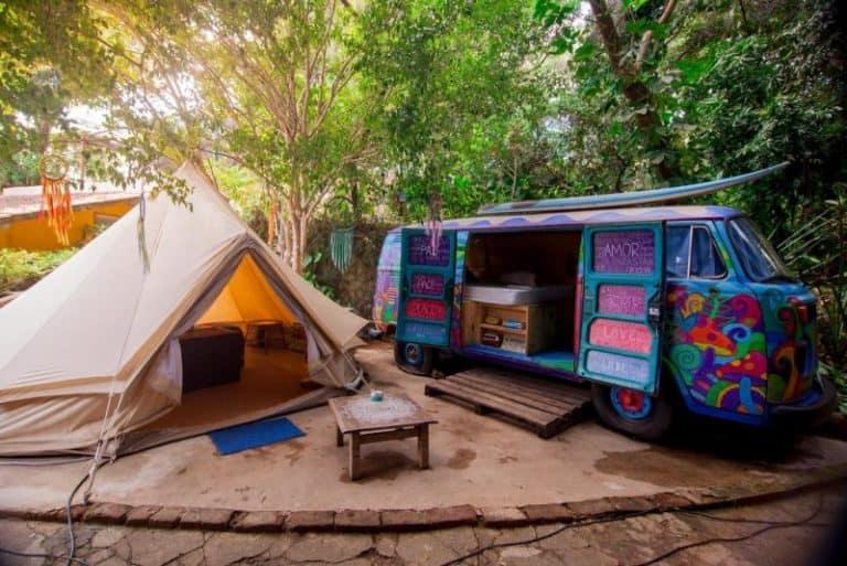 Hostel da Vila em Ilhabela deixa todo mundo com vontade de acampar
