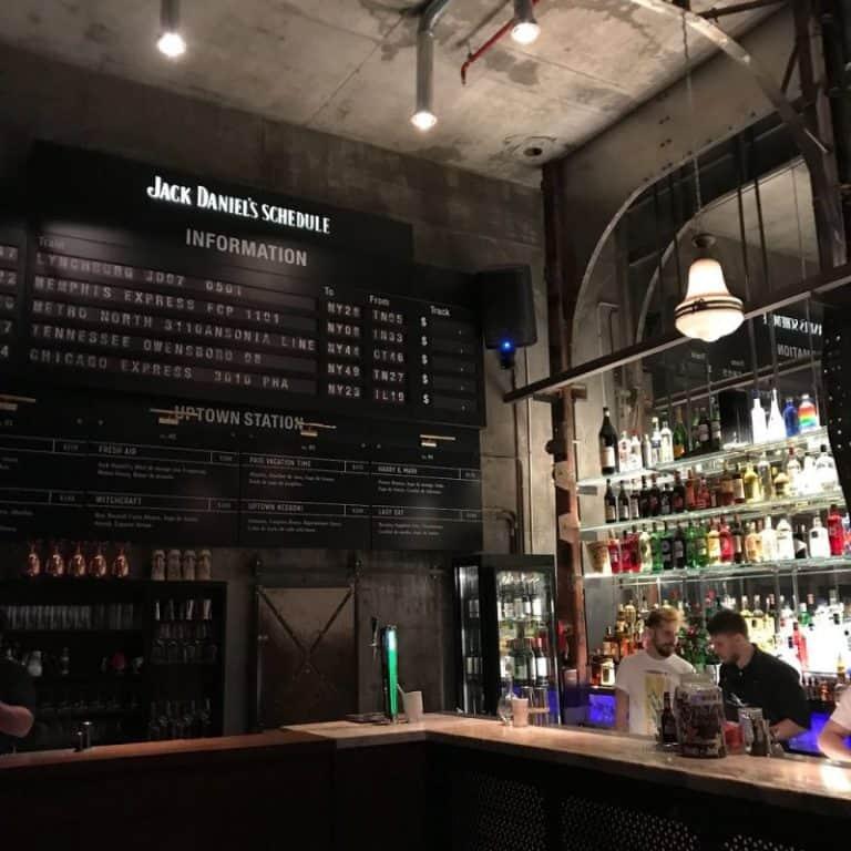 Este bar subterrâneo em Buenos Aires recria com perfeição uma estação de metrô de NYC