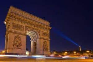 França para vacinados! Confira preços de passagem aérea para setembro até fevereiro