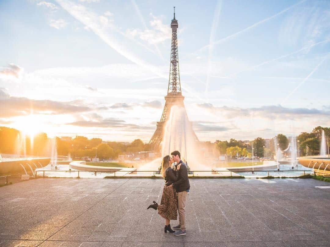 Fotógrafos brasileiros em Paris te ajudam a tirar fotos românticas e inesquecíveis durante sua viagem