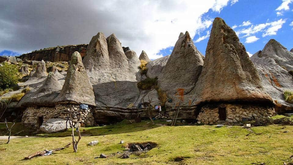 Conheça Pampachiri, um bosque de pedras no Peru que parece com a aldeia dos Smurfs