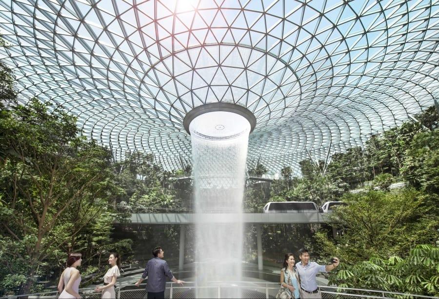 O incrível Aeroporto de Singapura tem até parque temático e cinema 24 horas